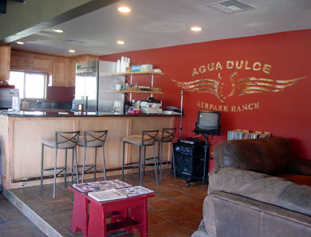 Agua Dulce Airpark Ranch kitchen