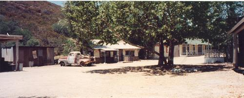 VELUZAT RANCH - 50's Town w/ gas station, etc.